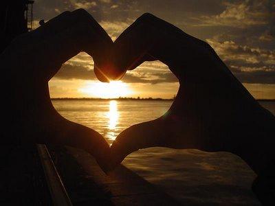 Coração com pôr-do-sol